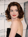 Perruque mi-longue de style attractive hathaway