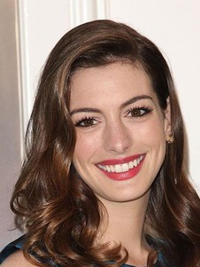 Perruque ondulée de style full lace anne hathaway